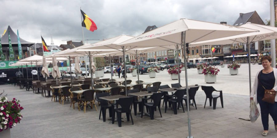 100 Quattro parasols voor de grote markt in Sint Truiden
