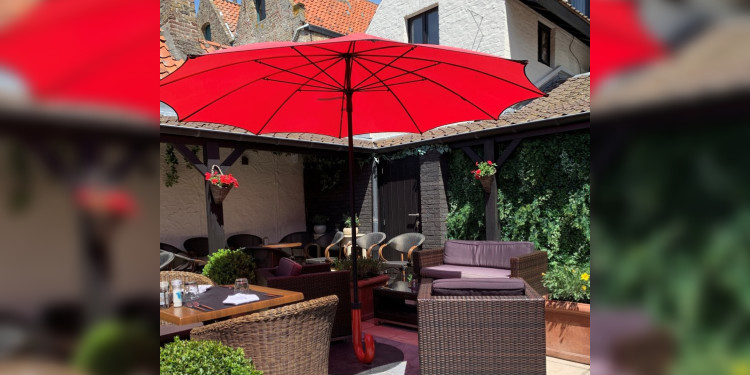 Gulliver parasol on the terrace of De Lamme Goedzak in Damme