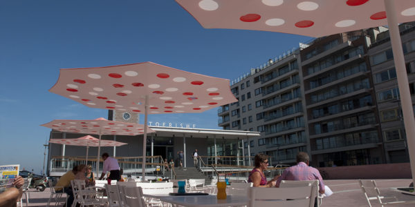 Restaurant Nettuno - Knokke -custom parasol