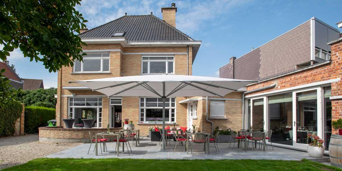 Enjoy under a Grandioso parasol in Restaurant Calla's in Aalter.