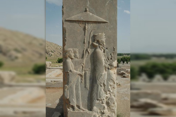 Wereldparasoldag - Xerxes in deuropening paleis Persepolis in Iran
