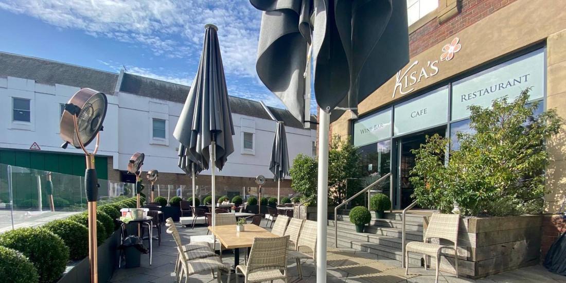 Kisas Restaurant, MacSymo parasol, Perth, Schotland